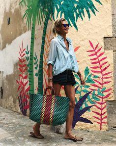 "Polubienia: 1,840, komentarze: 46 – Patrizia Casarini (@patzhunter) na Instagramie: ""Trought this canvas !! #marketdays #wallart #mystyle"""