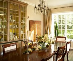 Try these ideas for decorating your dining room for special Thanksgiving and Christmas meals or parties.