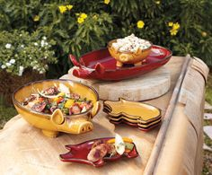 Piggy Platters, Bowls and Plates I want a Red Pig Platter. I WANT!