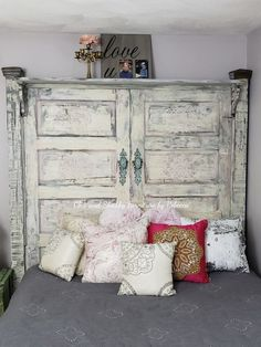 Shabby Chic home decor designs reference 5430550354 to attain for a truly smashing, stunning bedroom decor. Kindly stop by the shabby chic decorating diy web link this second for more details. Shabby Chic Headboard, Bed Frame And Headboard, Diy Headboards, Shabby Chic Bedrooms, Shabby Chic Homes, Shabby Chic Furniture, Headboard Ideas, Country Furniture, Barn Door Headboards