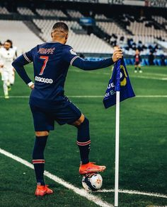 Neymar Football, Nike Football, Neymar Jr, Football Players Photos, Football Pictures, Fifa Covers, Cr7 Jr, Cristiano Ronaldo Style, France National Team