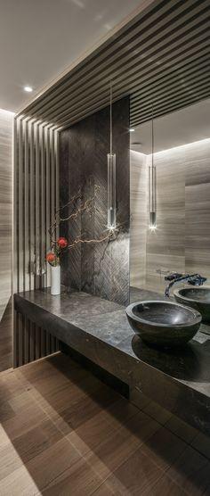 De cortesía Luz Natural, Bathroom Interior Design, House Plans, Bathtub, Inspiration, Home, Glass Boxes, Wood Paneling, Cornices
