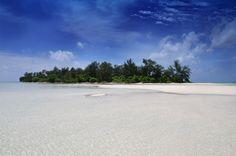 Inilah Pesona Tersembunyi Dari Pulau Cemara Besar Di Karimunjawa   PiknikDong