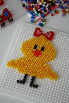 Cute Easter Chick Hama perler by Rappedulle og Dante http://www.creactivites.com/234-plaques-perles-a-repasser-midi-hama