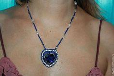 Купить или заказать Кулон 'А -ля Сердце Океана' в интернет-магазине на Ярмарке Мастеров. Кулон с синим кристаллом в виде сердца. Хрустальный жемчуг и натуральный.Чешский бисер. Подвеску можно снять и носить с другой цепочкой. Отдельно подвеска 600 руб.