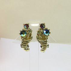 Bella orecchini per lobi Non forati Vintage Clip su orecchini, 1950s Goldtone multicolore strass cristallo Cornucopia Motif Non