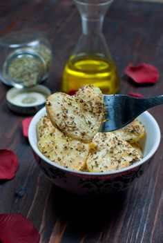 Patatas Asadas al Horno llevan una mezcla de hierbas aromáticas por lo que son una buena guarnición para carne o pescado, además tiene forma de corazón.