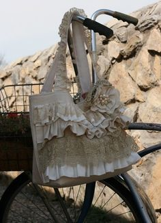 I want to make this. Ruffles & Lace purse. by leanna