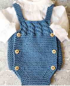 Crochet Beautiful Designs With Knitting Patterns - Home Ideas Baby Cardigan, Baby Boy Sweater, Baby Pullover, Baby Sweaters, Knitting For Kids, Baby Knitting Patterns, Baby Patterns, Knitted Baby Clothes, Knitted Romper