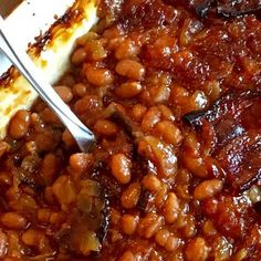 This Baked Beans Recipe Will Put Your Taste Buds in Paradise Baked Beans In Oven, Best Baked Beans, Baked Beans With Bacon, Baked Bean Recipes, Baked Pork, Best Pork And Beans Recipe, Baked Beans Recipe With Molasses, Molasses Recipes, Bbq Beans