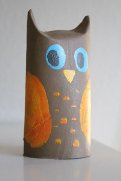 halloween craft tutorial from cardboard rolls Cute Kids Crafts, Owl Crafts, Craft Activities For Kids, Preschool Crafts, Halloween Crafts, Christmas Crafts, Halloween Owl, Cardboard Rolls, Rolled Paper Art