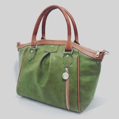 Not your usual tote - the Madison bag from @gunas_newyork