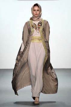 Anniesa Hasibuan - Runway - September 2016 - New York Fashion Week: The Shows Abaya Style, Hijab Style, Fashion Week, New York Fashion, Fashion Show, Fashion Design, Fashion Ideas, Fashion Styles, Abaya Fashion