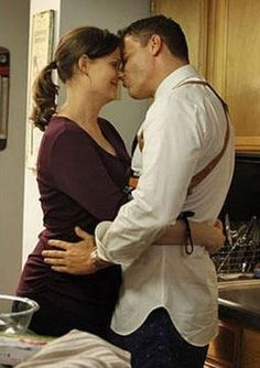Booth and bones kissing :)