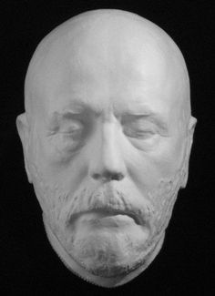 General ROBERT E. LEE death mask.  I don't mean for this to sound horrid or anything but I was thinking,  & wondering why people are not putting  death masks on tomb stones. I like to see pictures of the person, and read a  little  bit about them.