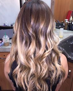 long curly hairstyle   caramel honey blonde   highlight   hair extensions   hair wig