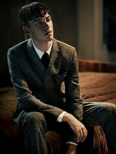 This is How I imagine Bernard Marx. What a melancholy dude. Der Pakt, Matthew Bell, Best Fragrance For Men, Donna Tartt, The Secret History, Wattpad, Poses, After Dark, Pose Reference