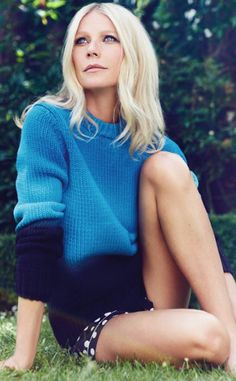 Gwyneth Paltrow is one of the pretty celebrities. She wore a blue and black sweater. By the way, Gwyneth Paltrow outfits are a perfect idea for casual wear. Prettiest Celebrities, Beautiful Celebrities, Beautiful Actresses, Beautiful People, Mode Inspiration, Woman Crush, Black Sweaters, Knitwear, Celebrity Style