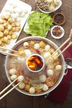 The next instalment in our steamboat series features an appetising and flavourful steamboat that comes with a spicy and sour soup. It will surely tantalise your taste buds together with QL MUSHROOM… Spicy Recipes, Asian Recipes, Great Recipes, Soup Recipes, Cooking Recipes, Favorite Recipes, Ethnic Recipes, Indonesian Food, Indonesian Recipes