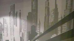 Aranżacja ściany w sypialni, Artystyczne malowanie ściany, malarstwo ścienne, malowanie miasta na ścianie, motyw graficznie uproszczony. Mural 3D