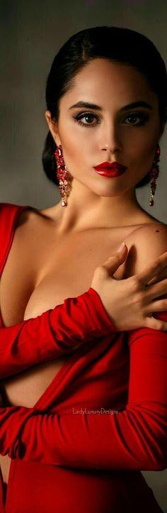 Most Beautiful Faces, Beautiful Women, Beautiful Eyes, Beautiful Images, Amazing Women, Divas, Mode Glamour, Simply Red, Red Fashion