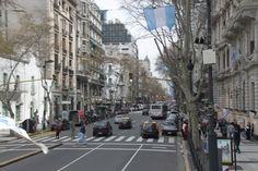 Cidade muito bacana, apesar do mau humor de alguns argentinos. Chegamos em uma sexta à tarde de BUQUE BUS, um barco que faz a rota Montevidéo/Buenos Aires. Deixamos as mochilas no hotel e fomos bus…