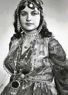 Kürd bayan- Zaxo (Zaho) Iraq Kürdistan Kurdish woman , Zakho Iraqi Kurdistan, 1970s.