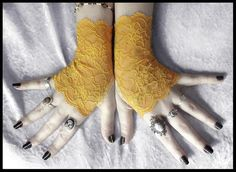 Narcisse Lace Fingerless Gloves  Golden Saffron
