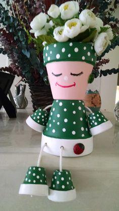 Khloris is looking for a new home where she can complete the garden décor, sun bathe i Flower Pot Art, Flower Pot Design, Flower Pot Crafts, Clay Pot Projects, Clay Pot Crafts, Diy Clay, Flower Pot People, Clay Pot People, Terracotta Flower Pots