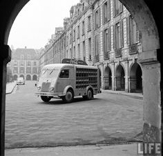 vintage everyday: 30 Interesting Vintage Pictures when Coca-Cola Comes to France in 1950