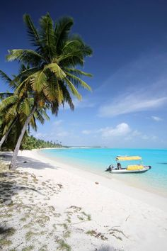 Direction Island is the ultimate place to unwind B| Think palm-fringed white sandy beaches, clear blue skies, sparkling warm tropical water, world-class snorkelling and no crowds... what more could you want?