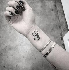 40 Lovely Origami Tattoo Designs (In Trend) Small Animal Tattoos, Cute Tiny Tattoos, Mini Tattoos, Trendy Tattoos, Small Tattoos, Tattoos For Guys, Cat Tattoos, Tatoos, Tiger Tattoo