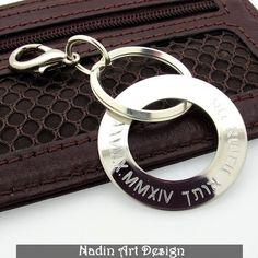 Runder Schlüsselanhänger mit Datum Gravur von NadinArtDesign auf DaWanda.com