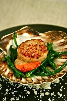 Seared scallops on samphire (for those who don't know, because I didn't, samphire is a sea vegetable that supposedly tastes like a cross between asparagus and green beans.)