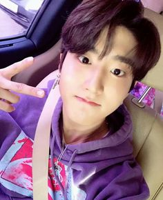 Read from the story Stray Kids Texts // ChanLix by letusSTAYhereawhile (Call me Lyx) with reads. Sung Lee, Ji Sung, Lee Min Ho, Baby Squirrel, Kids Icon, Pretty Baby, Lee Know, Boys Who, K Idols
