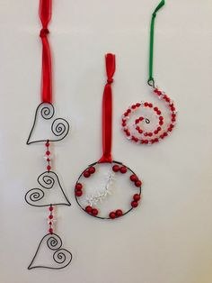 Christmas ornaments - wire art simple could be for valentine's also Wire Ornaments, Christmas Ornaments To Make, Noel Christmas, Simple Christmas, Winter Christmas, Christmas Decorations, Garden Ornaments, Homemade Ornaments, Wall Decorations