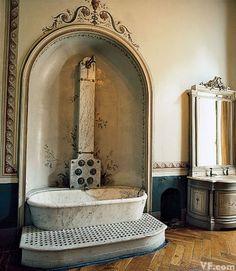 Photos Photos Lake Como s Villas Interiors and Glamorous Denizens Vanity Fair Jacuzzi Bathtub, Walk In Bathtub, Bathtubs, George Clooney, Comer See, Underwater Led Lights, Cast Iron Tub, Lake Como, Unique Home Decor