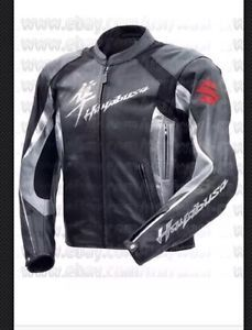 hayabusa moto chaqueta de cuero - Categoria: Avisos Clasificados Gratis  Estado del Producto: New with tagsTop Grain Milled Cowhide 12mm Thick Leather5Piece Internal CE Protection at Back, Elbows, ShouldersInner Fixed Mesh LiningAdjustable Valcro Strap at BottomSpeed Hump 25 EXTRAProcessing time required to make the jacket according to the given size is 4 to 5 working daysValor: USD175,00Ver Producto