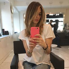 How To Have Beautiful Hair – 5 Top Tips - How To Have Beautiful Hair – 5 Top Tips Everybody wants long, healthy and beautiful hair just like celebrities. It is possible to achieve beautiful Beautiful Hair Hair Color For Women, Hair Color And Cut, Haircut And Color, Medium Hair Styles, Short Hair Styles, Melissa Satta, Mid Length Hair, Armpit Length Hair, Modern Haircuts