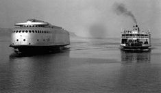 This photo shows how revolutionary the KALAKALA was in 1935, compared to the BAINBRIDGE, a typical ferry of the day. Don Gray Collection