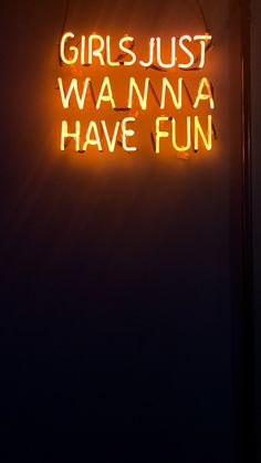 Girls just wanna have fun frase neon laranja wallpaper fundo de tela Wallpapers Android, Android Wallpaper Girl, Wallpapers Tumblr, Cute Wallpapers, Wallpaper Wallpapers, Orange Wallpaper, Neon Wallpaper, Aesthetic Iphone Wallpaper, Wallpaper Quotes