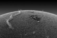 Una nube en el Sol? Pues si, pero de hidrógeno cargado, de cientos de miles de km de longitud y ardiente...