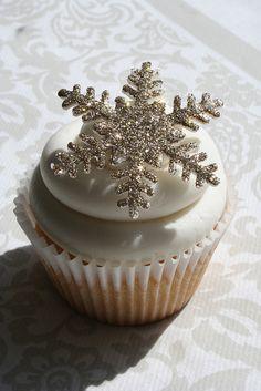 Amazing edible snowflake cupcake topper.