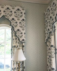 Ideas bedroom window treatments blinds cornice boards for 2019 Pelmet Box, Curtain Pelmet, Window Cornices, Window Coverings, Drapery, Sheer Drapes, Bedroom Curtains With Blinds, Large Curtains, Window Curtains