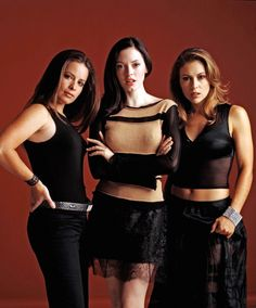Charmed 2013 Update Photo Gallery – Alyssa Milano, Holly Marie Combs, Shannen Doherty, Rose McGowan and Kaley Cuoco Alyssa Milano Charmed, Alyssa Milano Hot, Alicia Milano, Serie Charmed, Charmed Tv Show, Mejores Series Tv, Charmed Sisters, Holly Marie Combs, Ximena Navarrete
