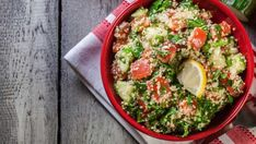 Tabbouleh, recepty z bulguru Backpacking Food, Couscous, Eating Well, Avocado Toast, Vegetable Pizza, Guacamole, Hummus, Cobb Salad, Meal Planning