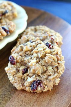 These Oatmeal Walnut Cranberry Cookies are Vegan, plant based and healthier for you. A delicious cookie recipe. Cookie Desserts, Vegan Desserts, Just Desserts, Cookie Table, Vegan Recipes, Vegan Treats, Yummy Treats, Cookies Vegan, Oatmeal Cookies