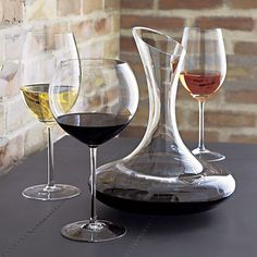 This elegant stemware features oversized proportions that really let big wines breathe. Wine connoisseurs will appreciate this nicely weighted Bordeaux glass, true to the classic shape with slender stem and generous bowl.