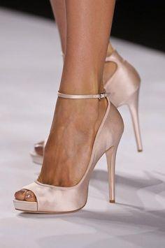 Elegantes zapatos para novia. De Bagdley Mischka. #zapatos #novia