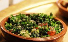 Libanese keuken: Tabouleh Omdat ik wil laten zien dat vegetarische keuken oneindig veel mogelijkheden bied, besteed ik de komende weken speciale aandacht aan wereldgerechten. Diverse gerechten afkomstig uit bijzondere, internationale keukens waar vegetarisch eten een speciale plek in neemt. Deze week aandacht voor de Mezzes uit de Libanese keuken met het recept voor Tabouleh, een traditionele salade met veel peterselie en bulgur. Speciaal voor De Hippe Vegetariër van restaurant Nomads!